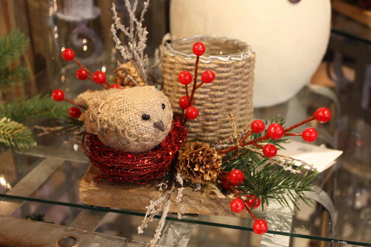 This is a good example of how a small arrangement can pack a healthy dose of holiday fun.