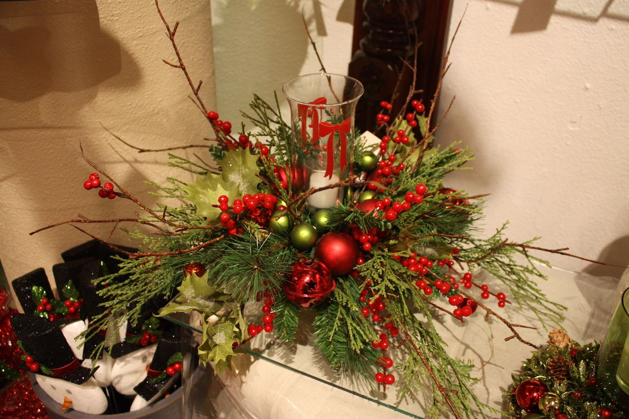 Bright and festive, this is a great centerpiece or coffee table decoration.