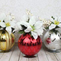 圣诞装饰品花的桌子装饰