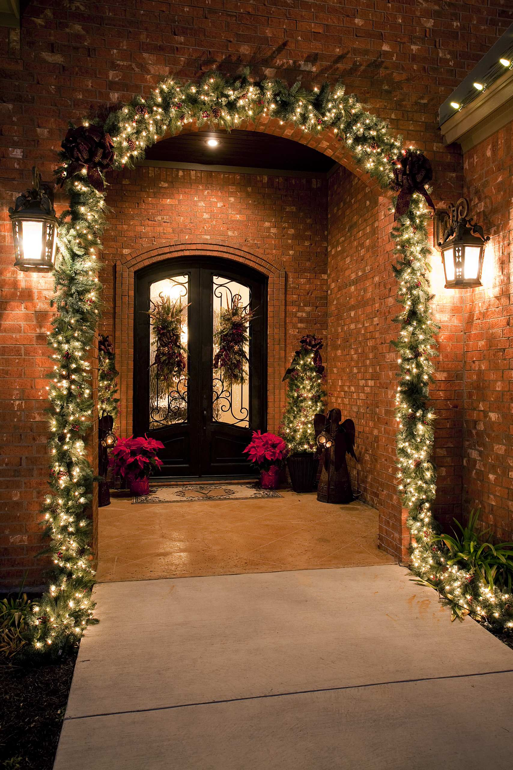 look at these 10 outside christmas decorations for your front porch and youll be inspired to make the outside of your home as welcoming as the inside this
