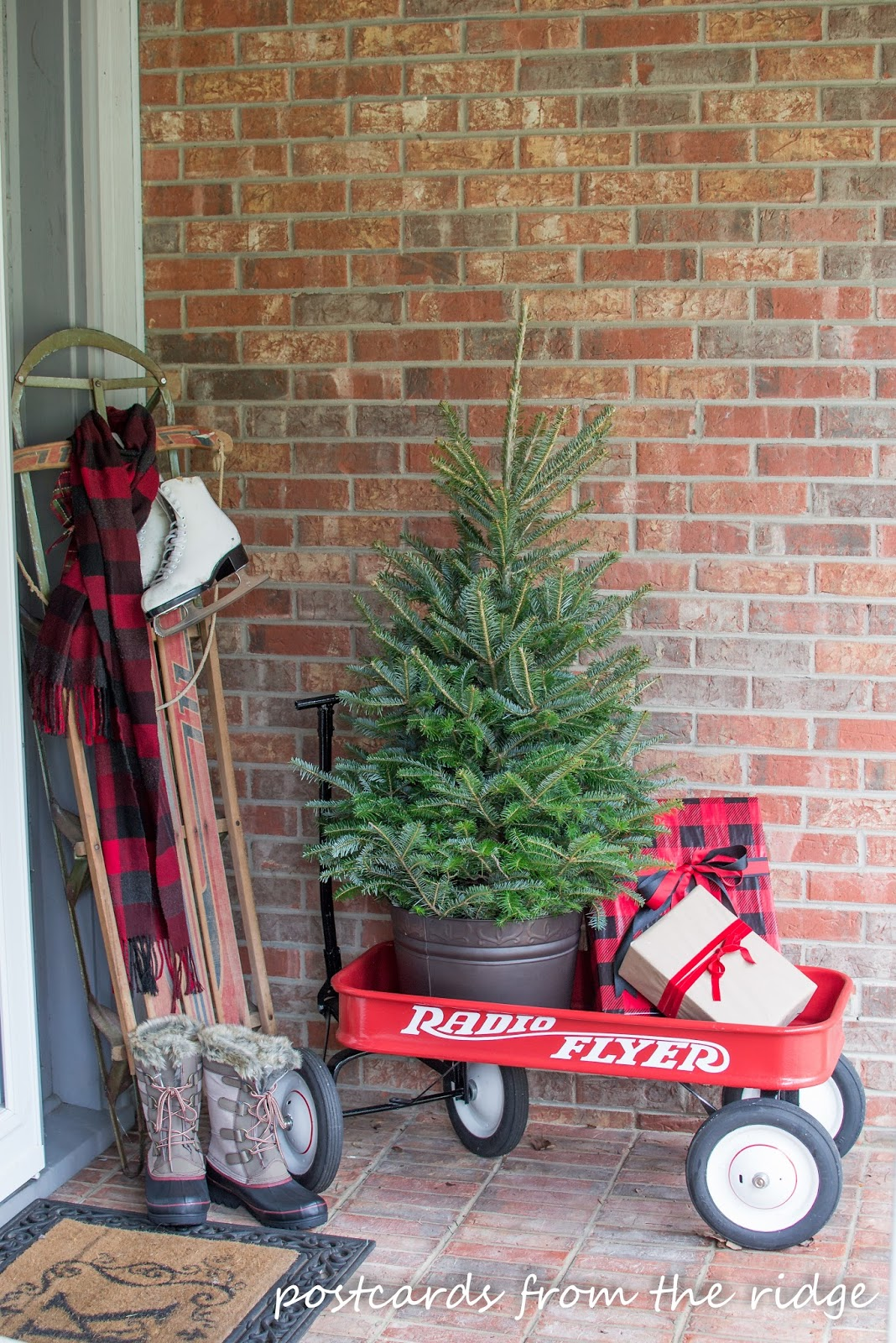 10 outside christmas decorations for your front porch eric copper use yours even if its all old and rusty with your front porch christmas decorating it will survive solutioingenieria Gallery