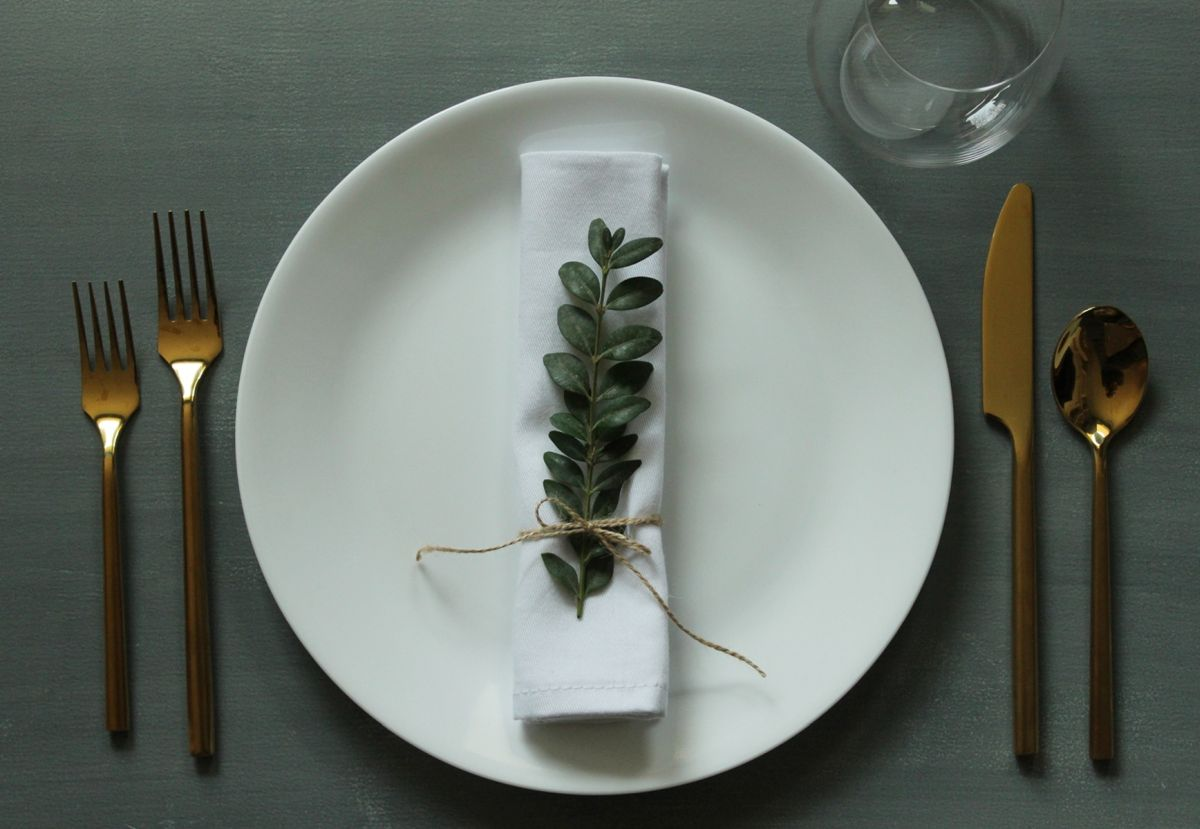 Simplify Your Holidays: Easy & Gorgeous Christmas Table Settings images 6
