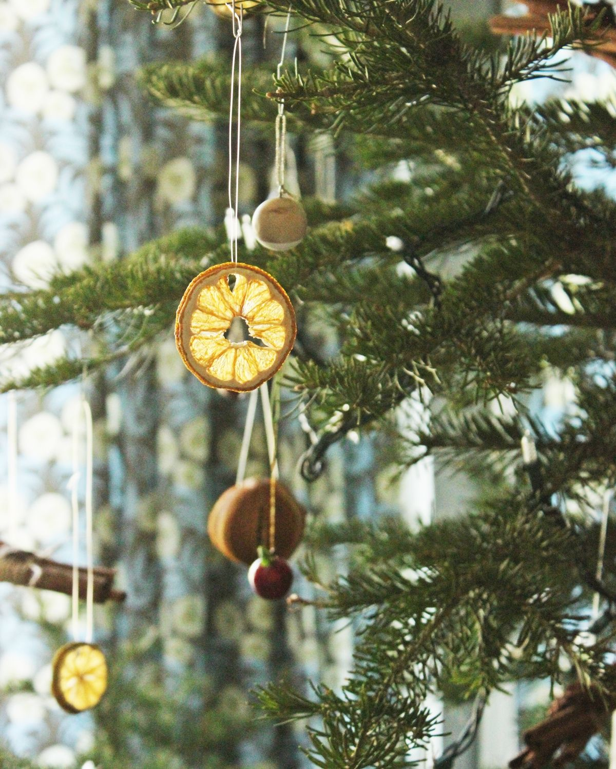 Making Natural Christmas Decorations: Homemade Christmas Tree Ornaments: A Natural Roundup