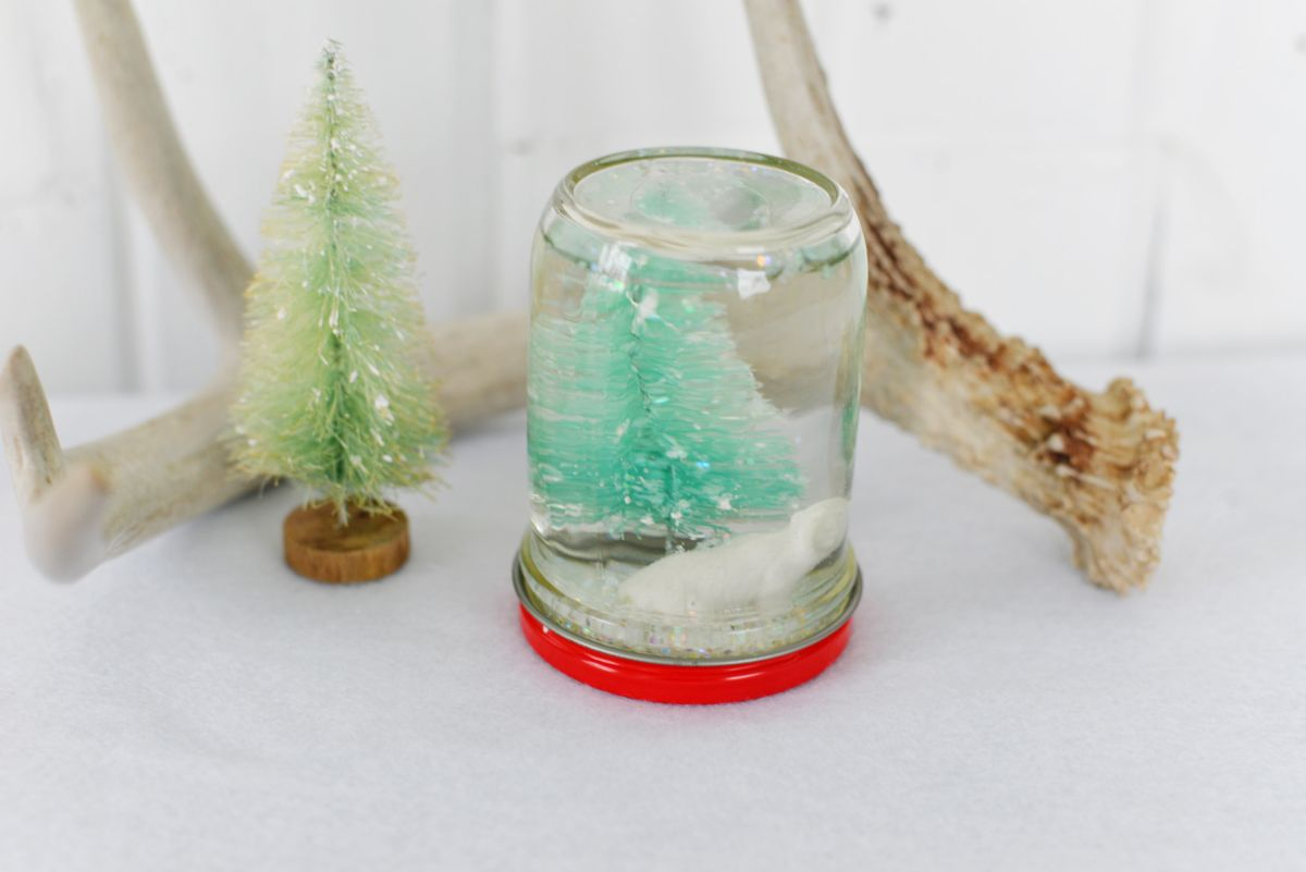 How to make snow globes from mason jars