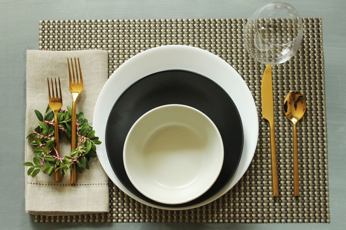 Simplify Your Holidays: Easy & Gorgeous Christmas Table Settings images 19