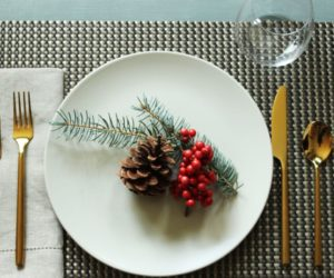 11 Easy and Gorgeous Christmas Table Setting Ideas