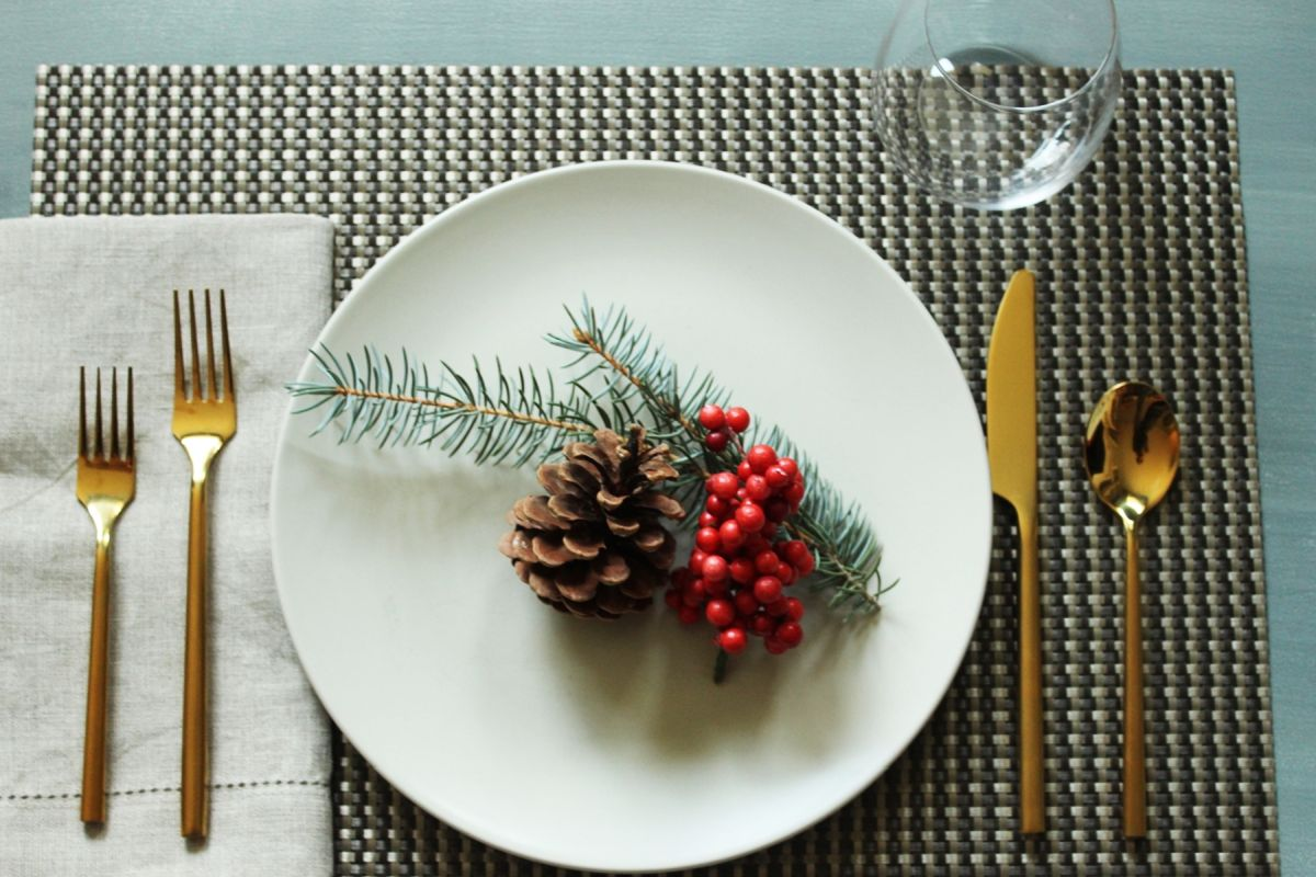 Simplify Your Holidays: Easy & Gorgeous Christmas Table Settings images 23