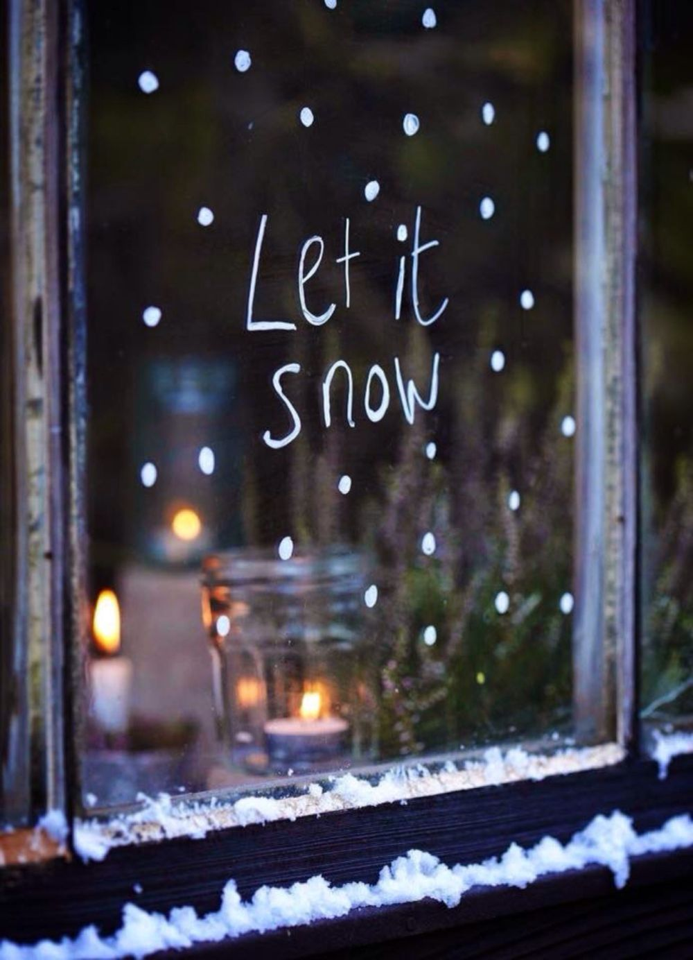 https://cdn.homedit.com/wp-content/uploads/2017/11/Christmas-window-chalk-marker-decor.jpg