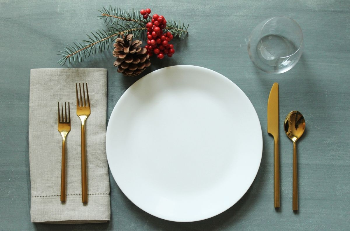 Simplify your holidays easy gorgeous christmas table - Modern christmas table settings ideas ...