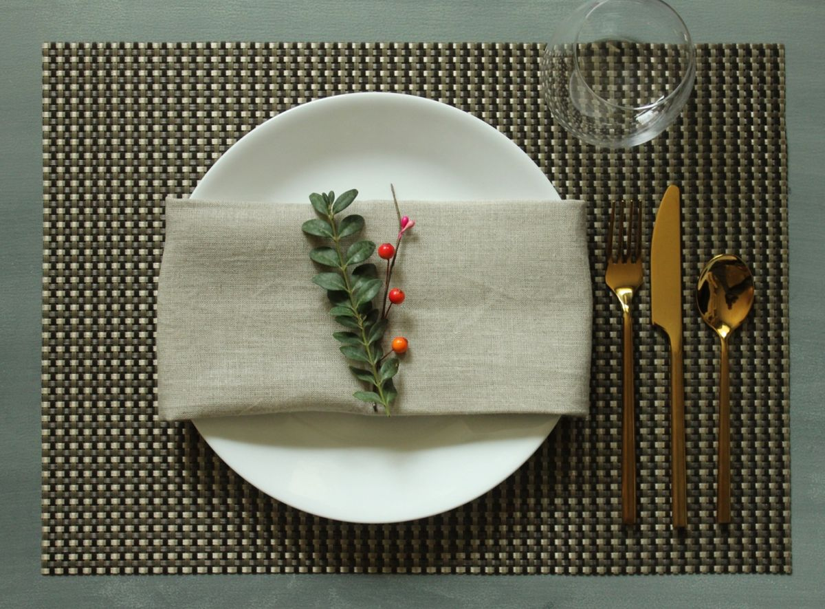 Simplify Your Holidays: Easy & Gorgeous Christmas Table Settings images 4