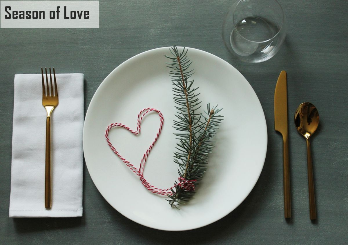 Simplify Your Holidays: Easy & Gorgeous Christmas Table Settings images 16