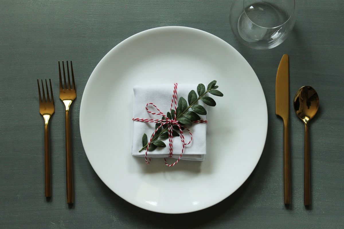 Simplify Your Holidays: Easy & Gorgeous Christmas Table Settings images 8