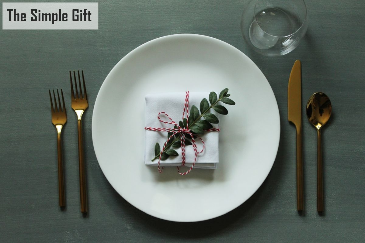 Simplify Your Holidays: Easy & Gorgeous Christmas Table Settings images 7