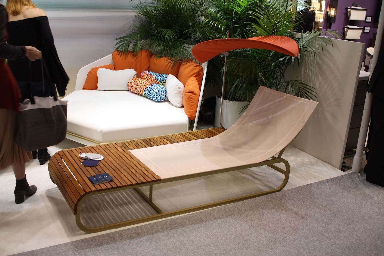 A litte shade and a lot of style all in one outdoor chaise longue design.