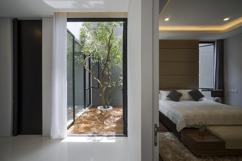A Very Small House Finds Space For A Charming Little Inner Courtyard And A Tree