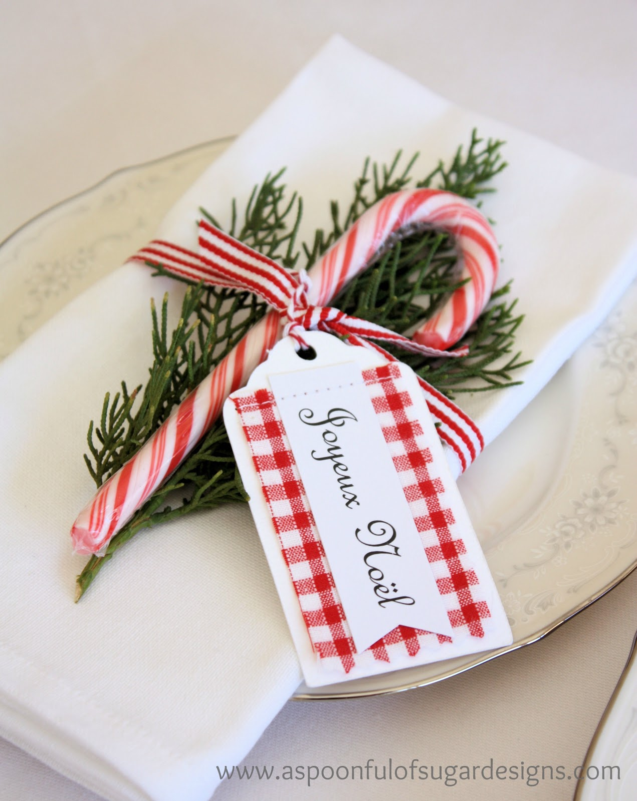 15 Christmas Table Settings to Win You Best Host images 10