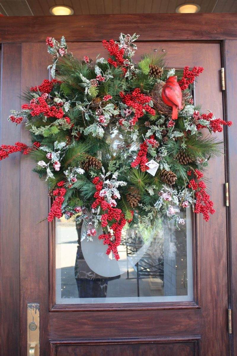 12 Holiday Wreaths to Add a Festive Touch to Your Home