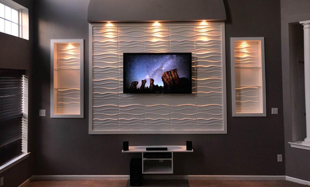 Agregue una iluminación única para decorar el televisor montado