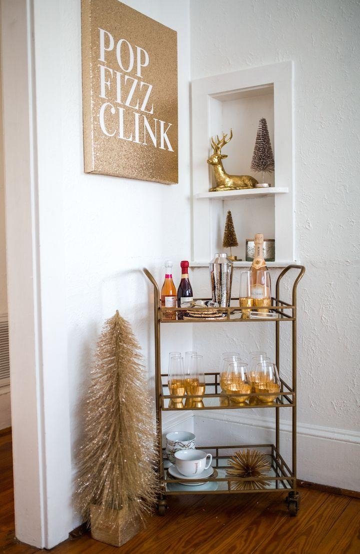 12 tips for decorating your small apartment for christmas for Modern home decor market