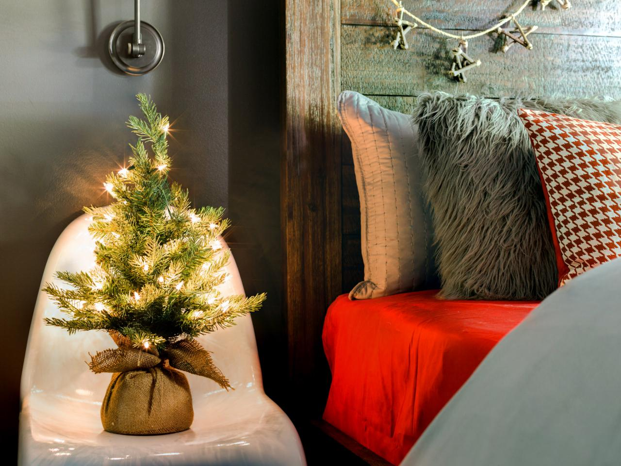 12 Tips for Decorating Your Small Apartment for Christmas images 10