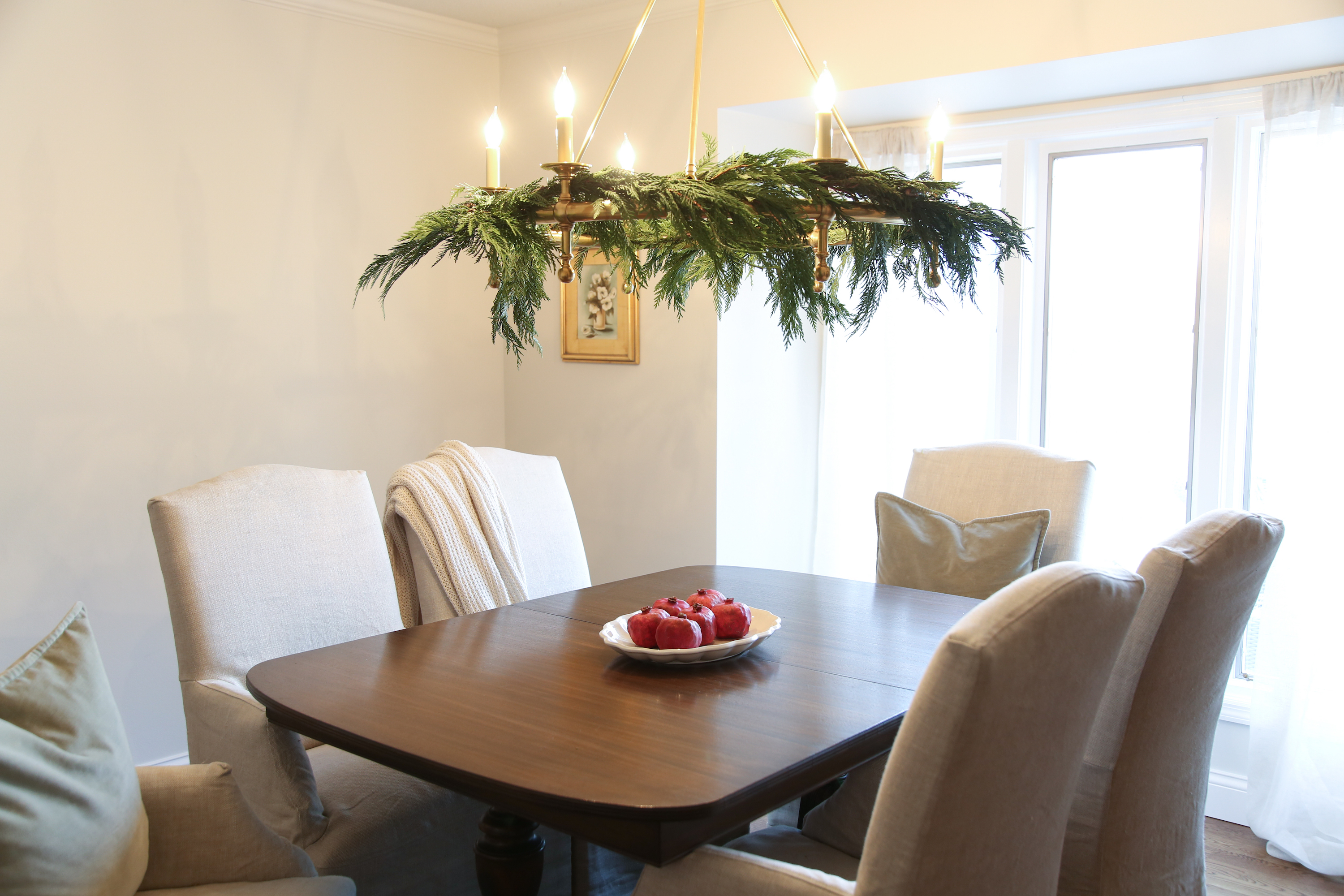 12 Tips for Decorating Your Small Apartment for Christmas images 4