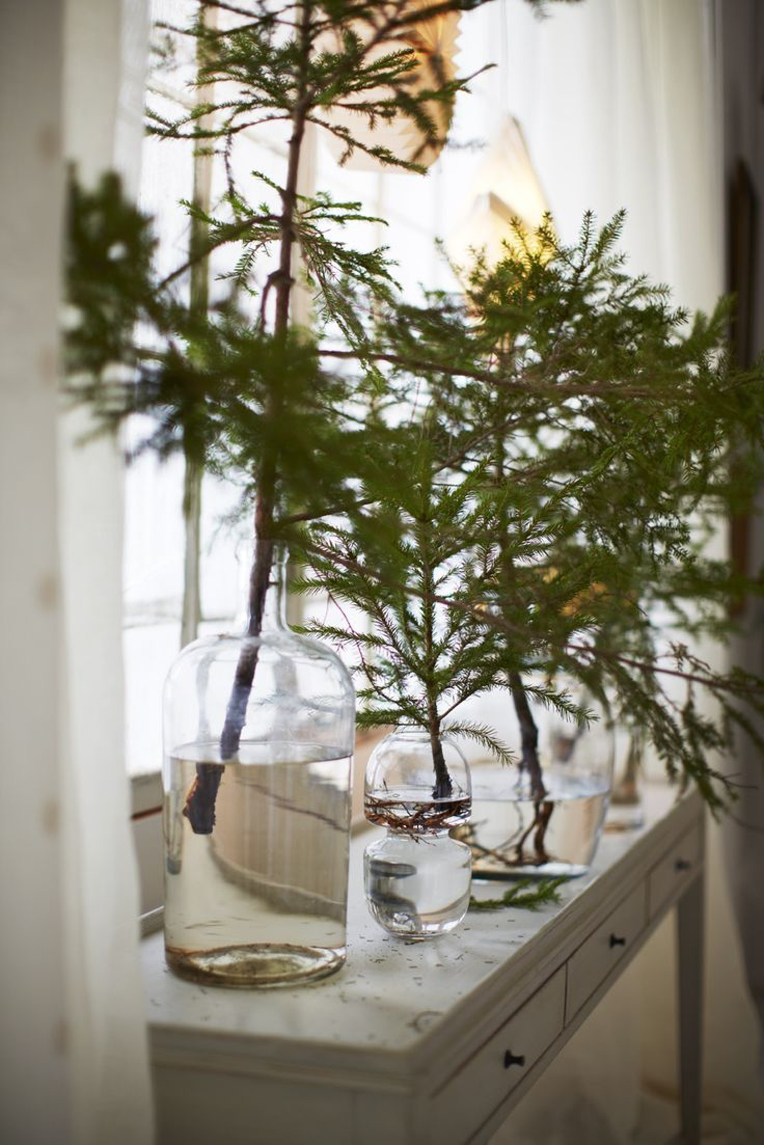 12 Tips for Decorating Your Small Apartment for Christmas images 9