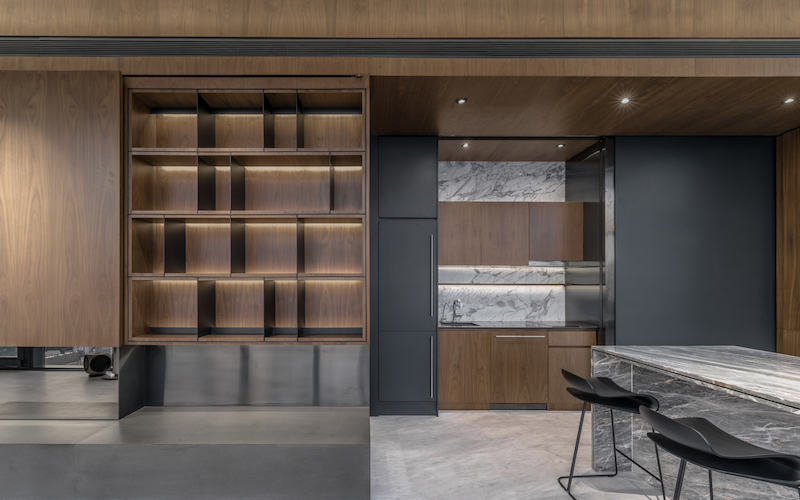 Natural stone is blended with wood and the result is a masculine yet warm and welcoming decor