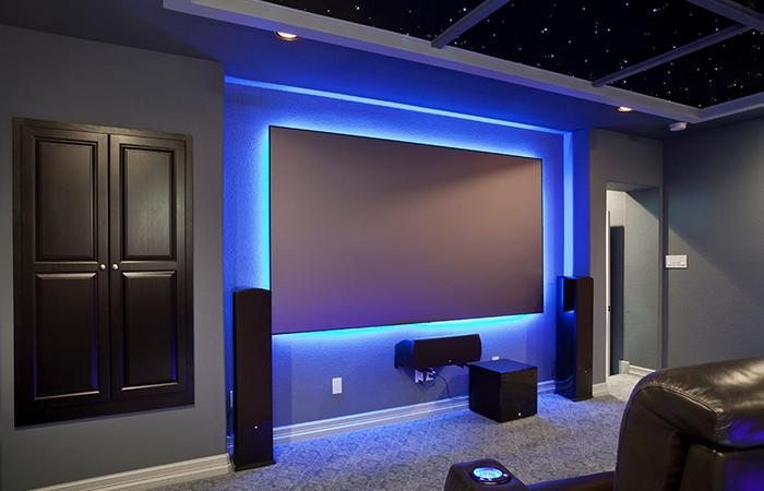 Luz de fondo Decorar su televisor alrededor de un televisor montado
