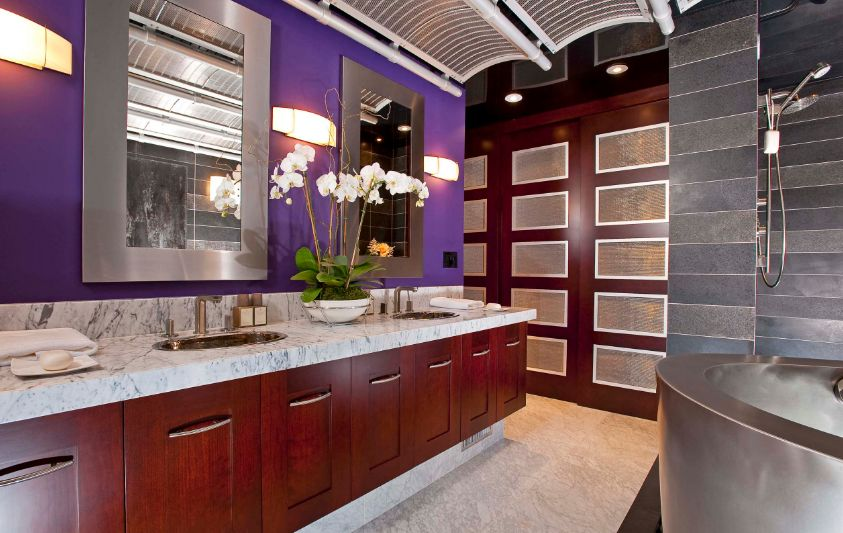 How to decorate with ultra violet pantone color of the year 2018 Purple and gold bathroom accessories