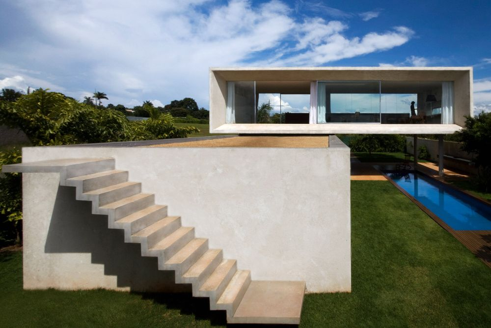 The top of the bottom volume can be used as a deck/ terrace and is a wonderful space from where to admire the views