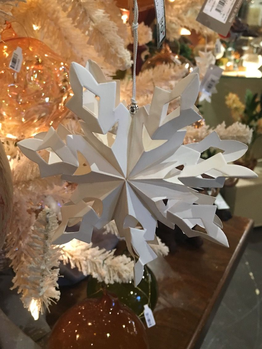 White matte ceramic snowflakes add a wintery element but not too much shine.