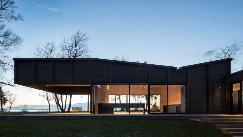 The roof extension looks very natural in the context of the house's architecture and design