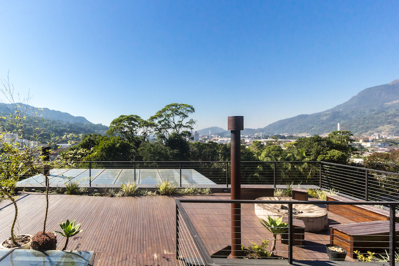 The open terrace/ deck offers a wonderful panorama over the surrounding landscape