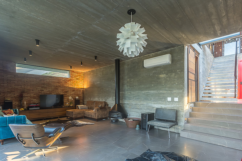 Raw and simple materials were used for both the interior and the exterior of the house