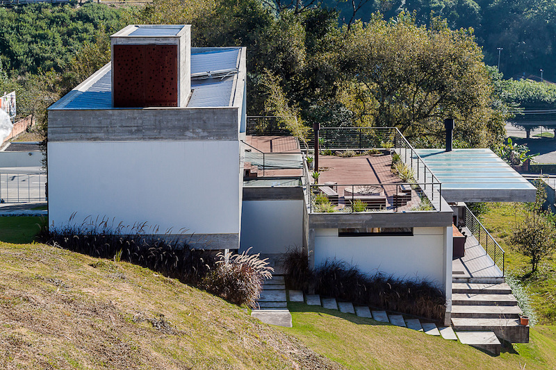 The site on which it was built has a steep slope which the house embraces with all its structure