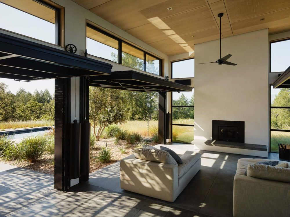 The indoor-outdoor transition is seamless and the internal spaces extend outside in a very natural way