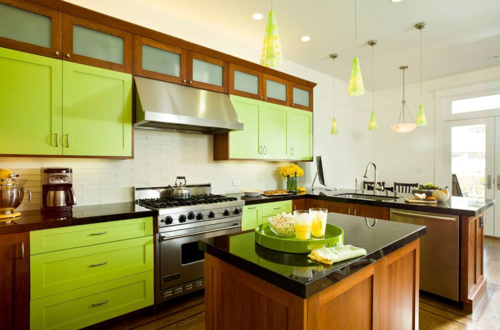 Invigorating ways to decorate with green kitchen cabinets for Green kitchen cabinets