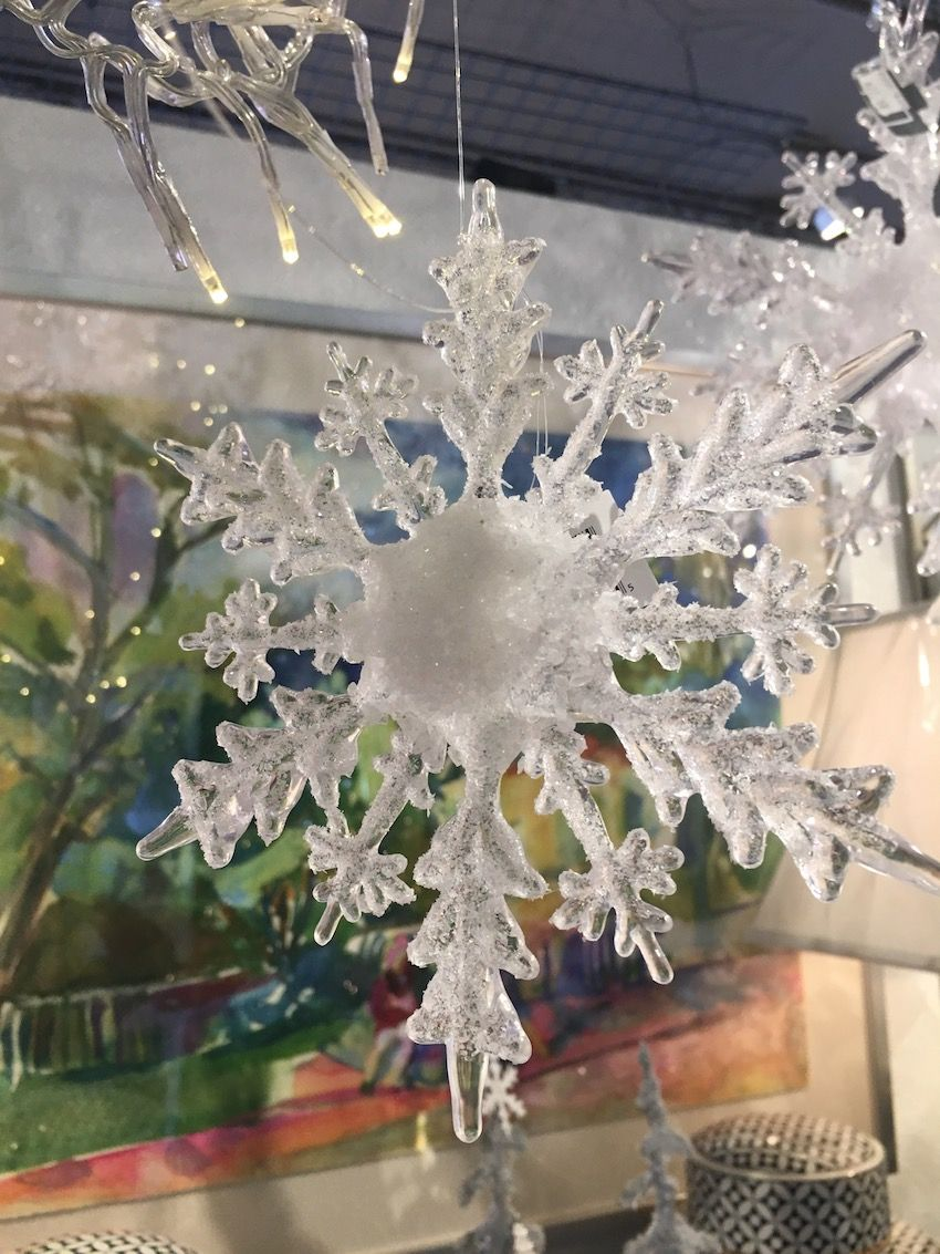 Snowflakes That Look Like Giant Ice Crystals Can Go On The Tree Or Hang From