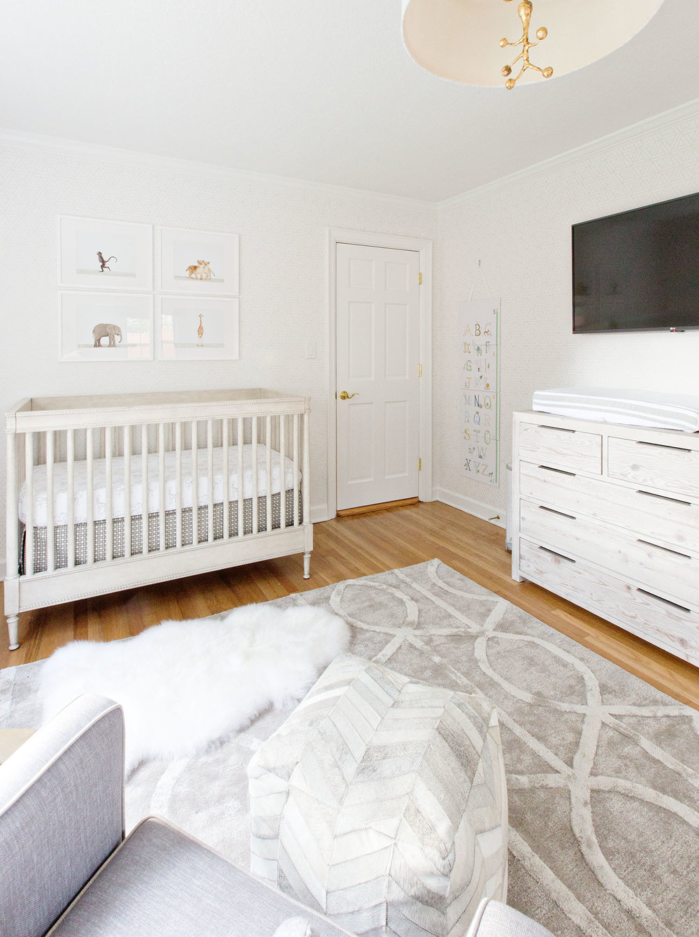 10 Charming Monochromatic Nurseries Nice Look