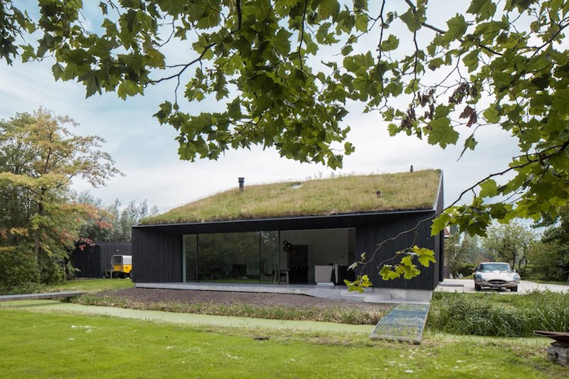 The house is a link between the local vernacular and typical contemporary residence with minimalist designs