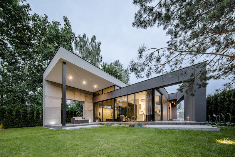 The main characteristic that makes this house special is the design of the roof which splits into two sections