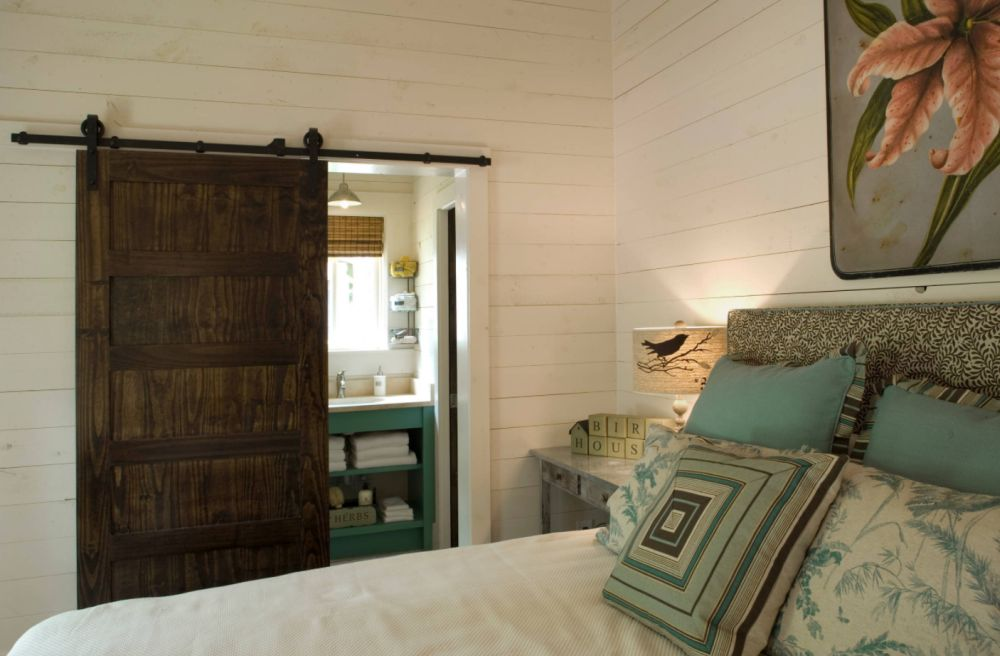 How To Make The Most Of A Barn Door In A Bedroom-Bathroom Scenario