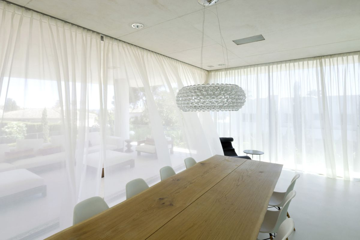 Jellyfish House Designed By Wiel Arets Architects Dining Area Home - Spend-hot-summers-and-views-in-a-beach-house-designed-by-parsonson-architects