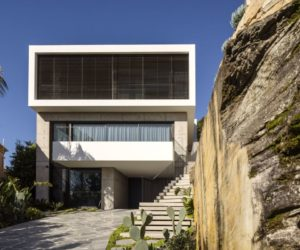 Modern Sydney Home Atop Steep Hill Offers Views, Comfort