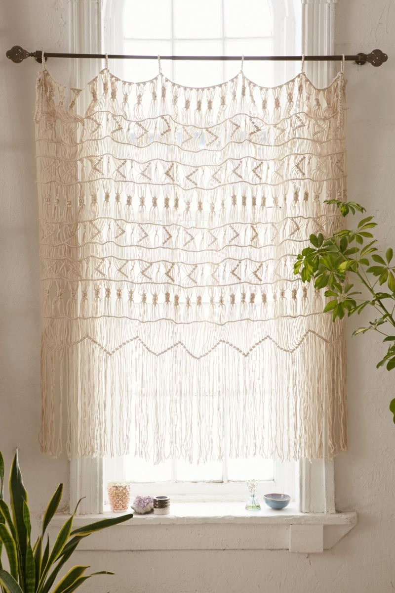 10 Kitchen Curtains For a Whole New Look