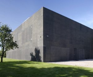 11 Zombie Proof Houses That Make The Armageddon Sound Exciting
