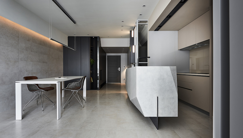 The kitchen island is another eye-catching feature thanks to its sculptural form and minimalism