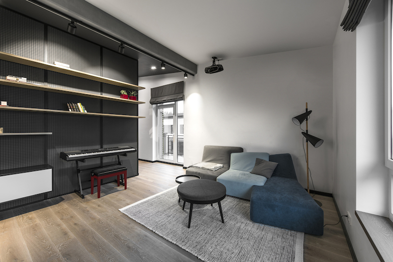 There's also a small and cozy sitting area in the office, placed in one of the corner spaces