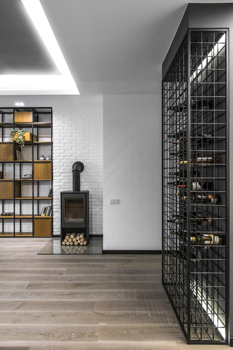 The combination of wood and metal is used in several configurations and forms throughout the apartment