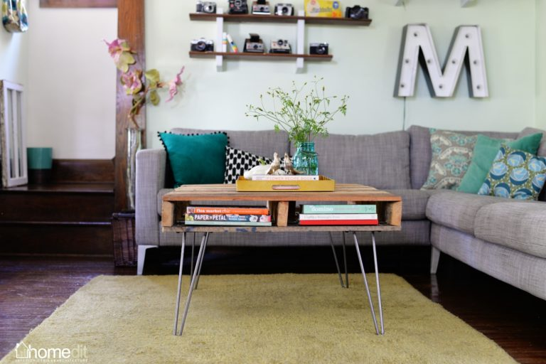 DIY Pallet Table with Hairpin Legs